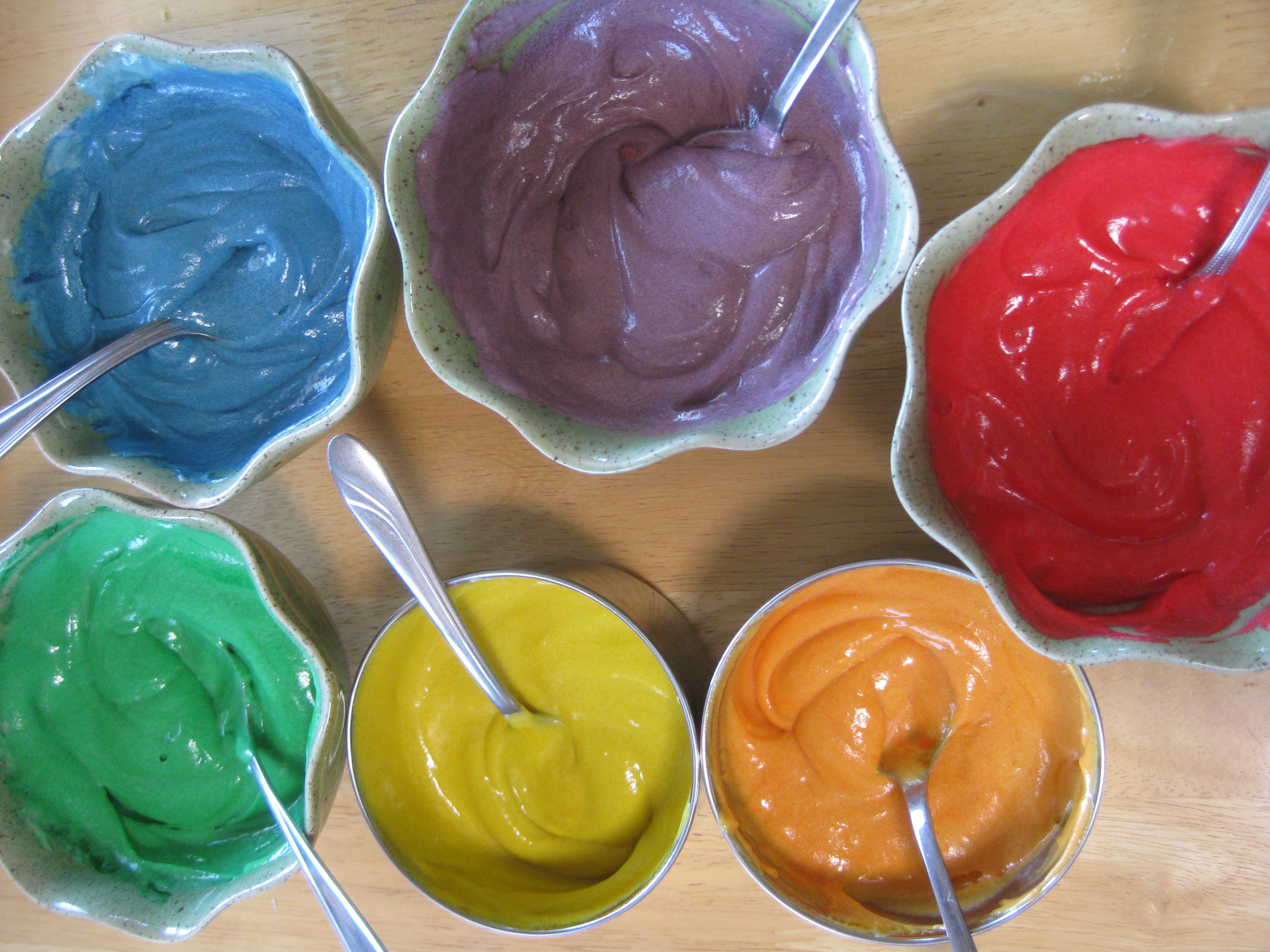 What Type of Food Coloring Is Used to Color Cream Cheese Frosting ...