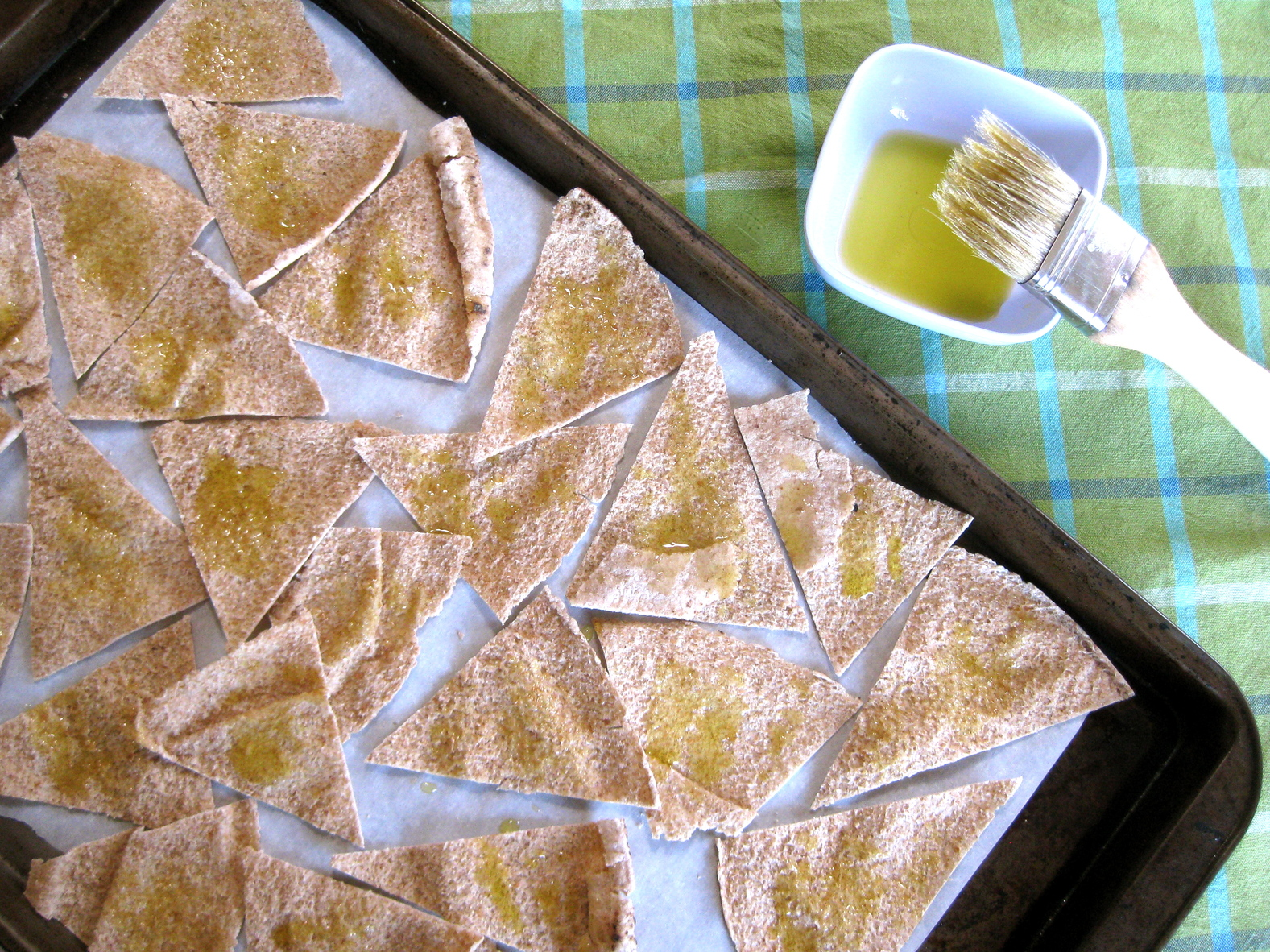 za atar pita chips with yogurt dip rezept yummly za atar pita chips ...