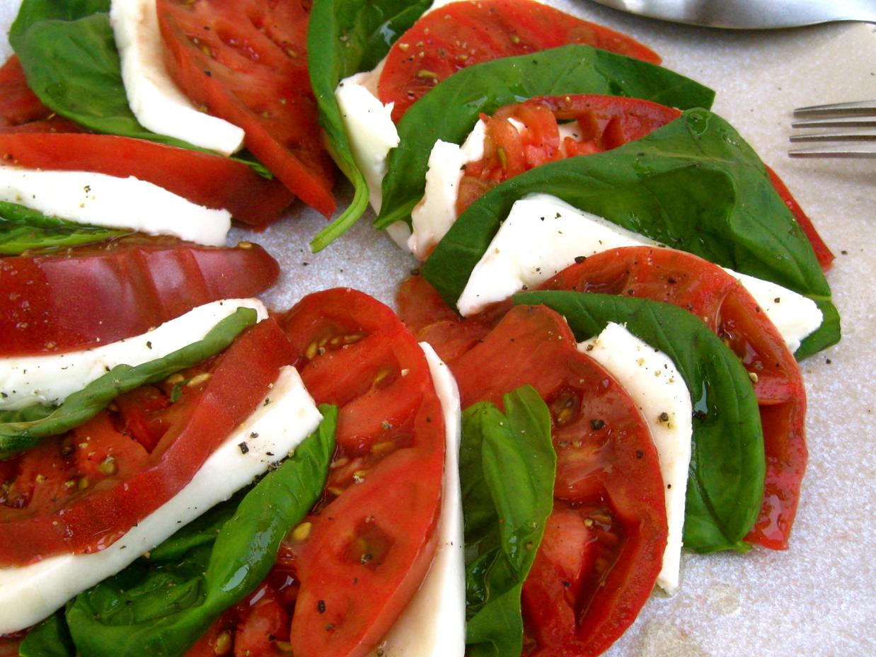 Heirloom Tomato Caprese Salad | spontaneous tomato