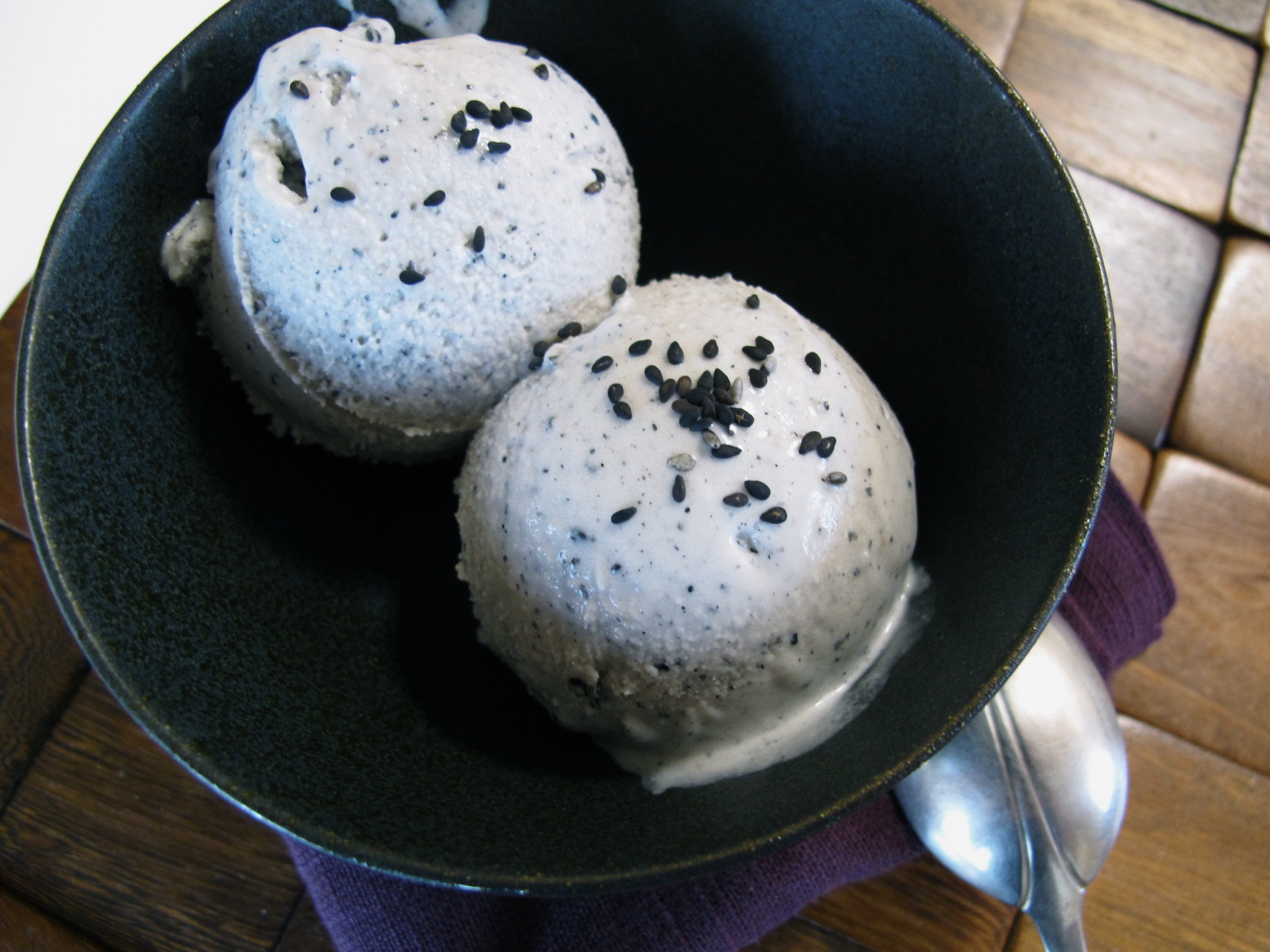 Black Sesame Coconut Milk Ice Cream | spontaneous tomato