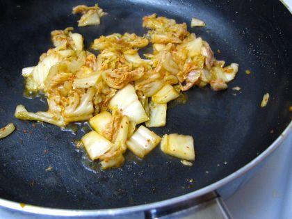 Sauteeing kimchi