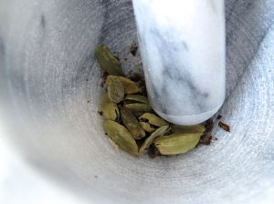 Green cardamom pods for grinding