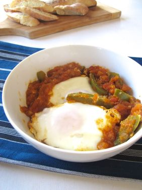 Parsi Tomato-Poached Eggs (with green bell pepper)