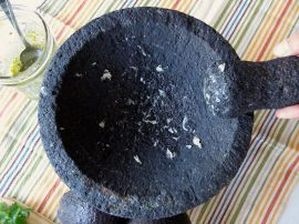 Grinding garlic in the molcajete