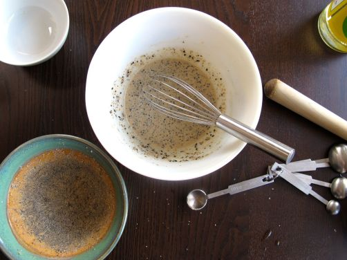 How to make Japanese creamy sesame salad dressing