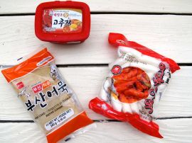 Ingredients for Rabokki: kochujang chili paste, oemuk fish cakes, tteok rice cakes