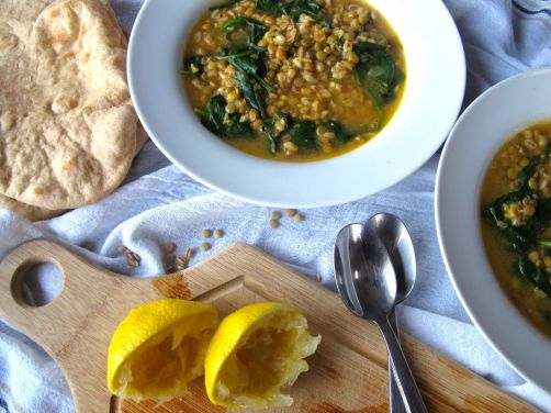 Lemony Lentil Spinach Soup with Pita Bread