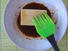 Making Yakimochi (grilled mochi rice cakes)