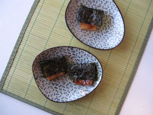 Yakimochi (grilled mochi with seaweed)
