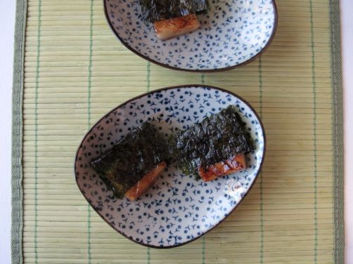 Yakimochi (grilled mochi with seaweed)