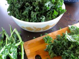 Chopping Kale for Garlicky Kale Pizza