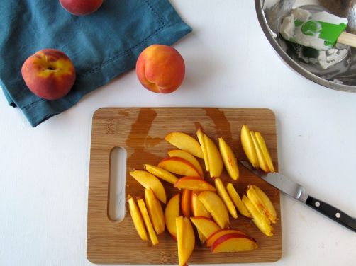 Slicing peaches and nectarines for the filling