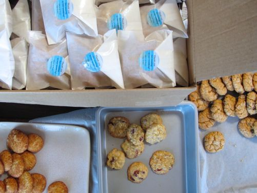 Packing up wedding favor cookies