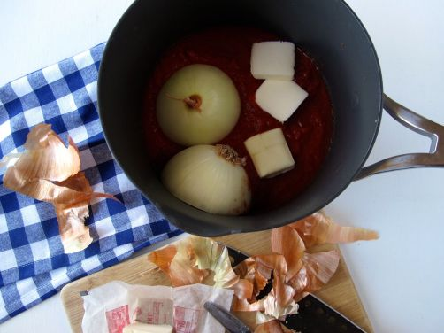 Butter and Onion Tomato Sauce for Grilled Polenta