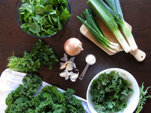 Making Garlicky Green Soup with spinach, kale, cilantro, leeks, and scallions
