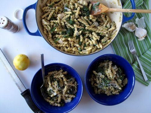 Garlicky Kale and Artichoke Pasta