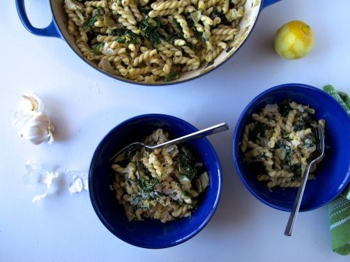 Garlicky Kale and Artichoke Pasta