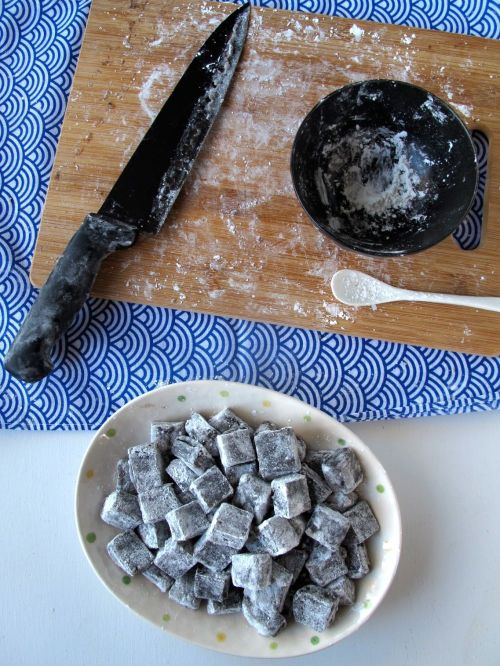 Kibidango-style Black Sesame Mochi Dumplings